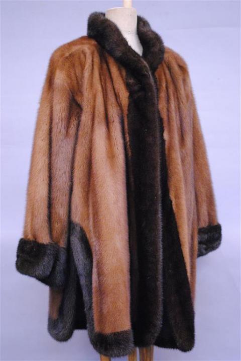 07f93526d448 YVES SAINT LAURENT, fourrures - manteau en vison marron et.